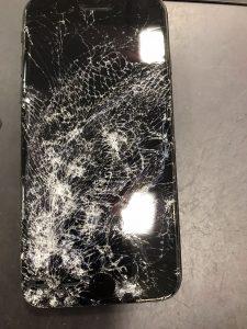 iPhoneSE第2世代 バキバキに、、、